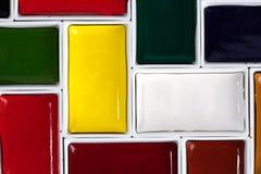 在难题安排的五颜六色的水彩平底锅 免版税库存图片