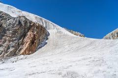 在雀儿山通行证的冰川 免版税库存图片