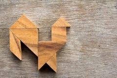 在雄鸡形状的木七巧板难题 免版税库存图片