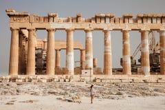 在雅典卫城,希腊附近的游人 库存照片