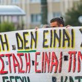 在雅典大学附近的无政府主义者抗议者,由抗议者占领了 免版税库存图片