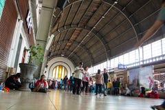 在雅加达印度尼西亚荷兰殖民地大厦的Stasiun kota老火车站在天花板里面 免版税图库摄影