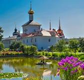 在雅罗斯拉夫尔市的郊区图勒加女修道院 库存照片