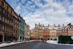 在集市广场下雪在老镇华沙,波兰 免版税库存图片