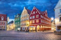 在集市广场的五颜六色的大厦在梅明根 免版税库存图片