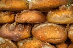 在集市广场的传统波兰面包 库存图片