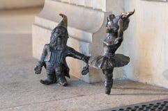 在集市广场的小矮人'Balerina'地精雕象在弗罗茨瓦夫 免版税库存图片
