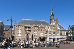 在集市广场,格罗特Markt哈莱姆的休闲 免版税库存图片