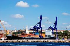 在集装箱船的货物运算 免版税库存照片