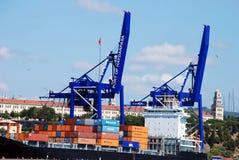 在集装箱船的货物运算 免版税图库摄影