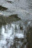 在雨以后的柏油路 免版税库存图片