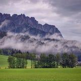 在雨以后的高山横向 库存图片