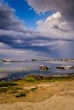 在雨前在小游艇船坞 库存照片