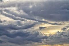 在雨前的云彩 免版税库存图片