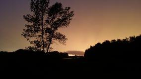 在雨前的小的朦胧的天空 免版税库存图片
