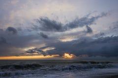 在雨前的海 库存图片