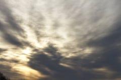 在雨前的黑暗的云彩 免版税图库摄影