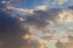 在雨前的阴云密布 免版税库存照片