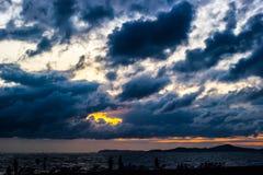 在雨前的黑暗的暴风云 库存图片