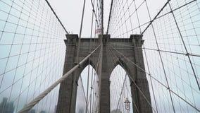 在雨的布鲁克林大桥 股票录像