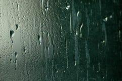 在雨的玻璃 库存图片