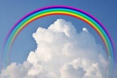 在雨美好的自然颜色以后的彩虹 库存图片
