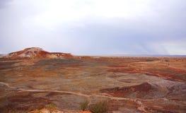 在雨风暴期间的彩绘沙漠 库存图片