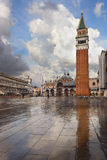 在雨,威尼斯以后的圣Marco广场 图库摄影