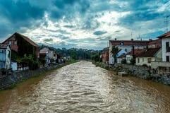 在雨以后的河 免版税库存照片