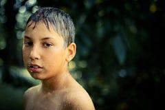 在雨以后的男孩 免版税图库摄影