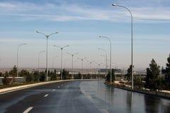 在雨以后的路。拉什哈巴德。土库曼斯坦。 免版税图库摄影