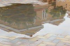 在雨水的别墅 库存照片