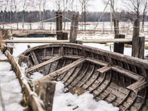在雪下的小船 免版税图库摄影