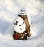 在雪下的树桩 免版税库存图片