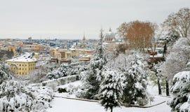 在雪之下的罗马 免版税库存图片