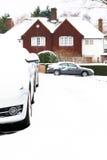 在雪停放的汽车 免版税库存照片