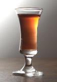 在雪利酒玻璃的酒精饮料 图库摄影