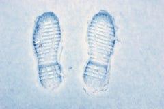 在雪地面的脚步 免版税库存照片