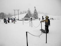 在雪手段的滑雪倾斜 免版税图库摄影