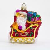 在雪撬的圣诞老人装饰品 免版税库存图片