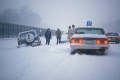 在雪放逐的汽车 图库摄影