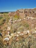 在雪松的边缘的Anasazi石工 免版税库存照片
