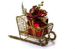 在雪橇的圣诞节礼品 库存照片
