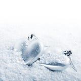 在雪的两心脏 免版税库存图片