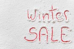 在雪的书面`冬天销售` 免版税库存照片