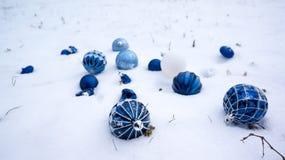 在雪的光明节装饰品 免版税库存照片