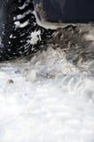 在雪的冬天轮胎 库存照片