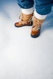 在雪的冬天鞋子 免版税库存图片