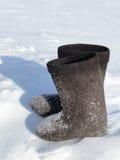 在雪的冬天鞋类 库存图片