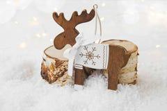 在雪的圣诞节木驯鹿装饰品 免版税库存照片